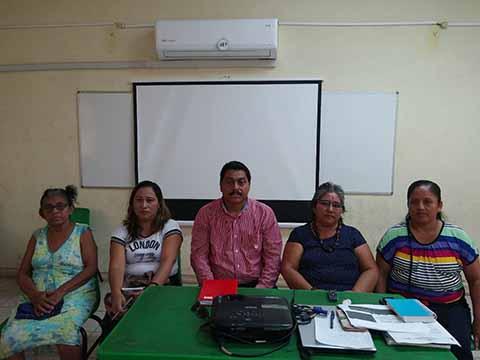 Padres de Familia Manifiestan Inconformidad en Escuela Bilingüe