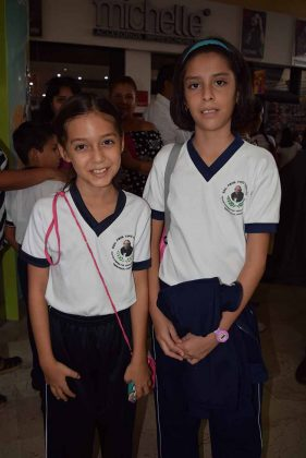 """Amy Rivas, Vanessa Vidal, primaria """"Tipo Hidalgo""""."""