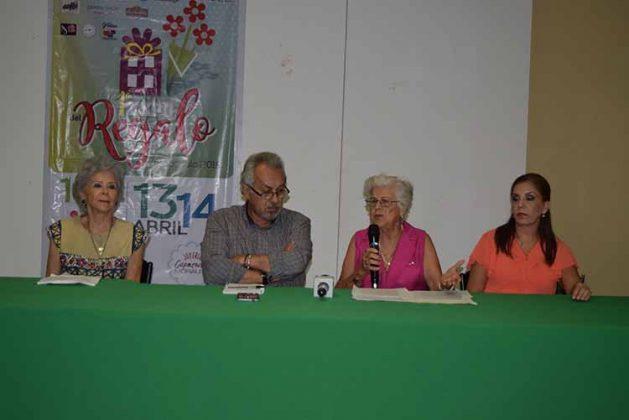 Cristy Espejel, Oscar Ballinas, director del Planetario; Tercy Espejel, Malú Morales.