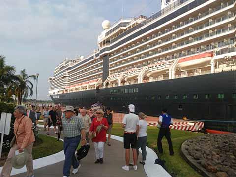 Más de Cuatro mil Personas Llegaron a Puerto Chiapas a Bordo de dos Cruceros