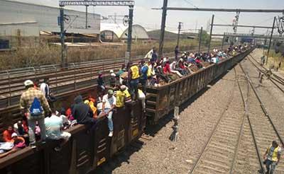 Miembros de la Caravana Migrante Retoman Viaje a Estados Unidos