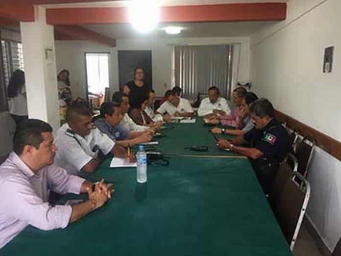 El Comité de Consulta y Participación Ciudadana (Cocoparci) sostuvo un encuentro con autoridades y empresarios, donde analizaron temas en materia de seguridad y prevención del delito, al tiempo de solicitar que los operativos institucionales se realicen de manera permanente, para disminuir los índices delictivos.