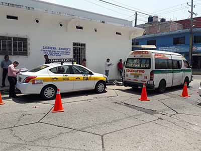 Rebasó por la Derecha y Causó Accidente