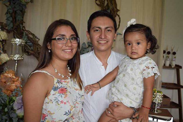 Ana Cristina Román, Ana Paulina Victorio, Johnatan Victorio.