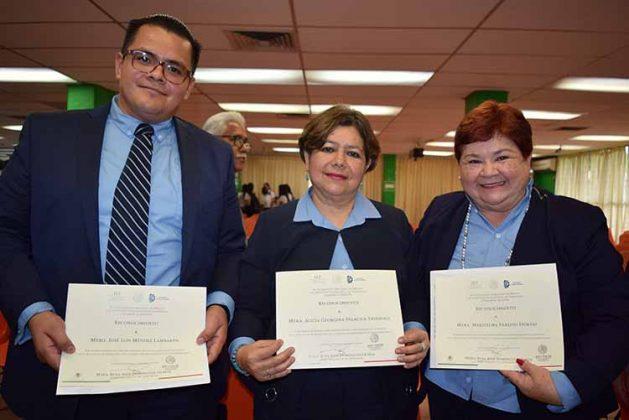 José Méndez, Alicia Palacios, Marithelma Paredes, recibieron reconocimientos al haber sido parte de este proceso de acreditación en la integración de las evidencias.