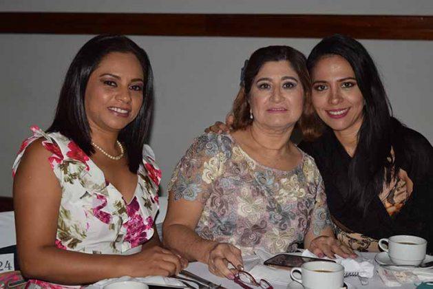 Lupita de Nagaya, Silvia Borraz, Carla Chong.