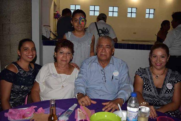 Frisia Hidalgo, Leonor Pérez, Themis Mariel, Gregorio Hidalgo, Iris Hidalgo.