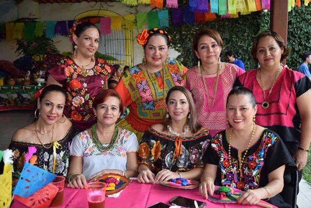 Mariela García, Nedy Villatoro, Edith Vicente, Sigey Feliciano, Dessireé Rueda, Jenny Medina, Guille González, Carmen Yong.