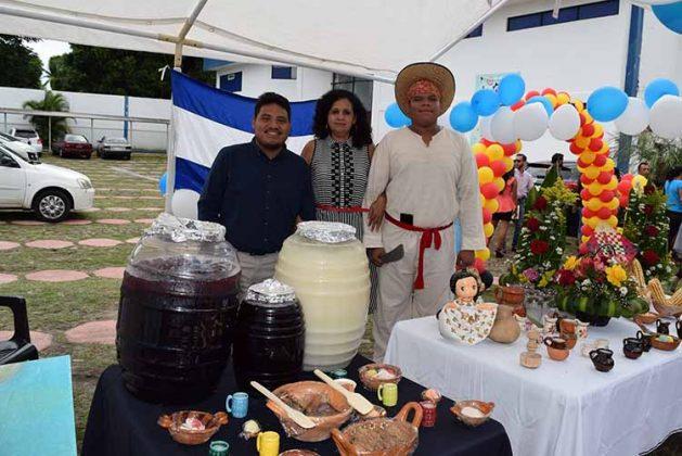 Alexis López, Ángeles Molina, Carlos Aguilar, El Salvador.