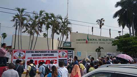 Campesinos Protestan Frente a CFE, Exigen Revisión de Recibos