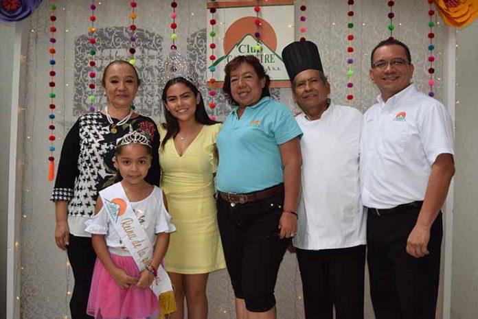 Los anfitriones: Ele de Cintora, Luna Gómez, reina de la Primavera; Camila Cortés, reina del Club Campestre; Anita Santiz, Chef Miguel Solís, Valentin Villar.