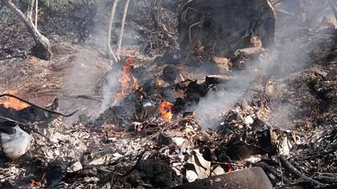 La aeronave quedo convertida en chatarra, mientras que los tripulantes murieron calcinados.