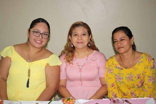 Marcela Cerdio, Karina Rizo, Claudia López.