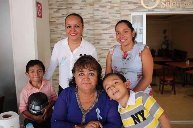 Gael Victorio, Itzia Martínez, Ana Villarreal, Grecia Arai, Diego Victorio.
