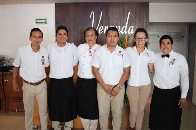 Alejandro Salmerón, Bryan Egremi, Olivia López, Jorge Vera, Alejandra Aguilar, Guillermo Velasco, brindando el mejor servicio a sus visitantes.