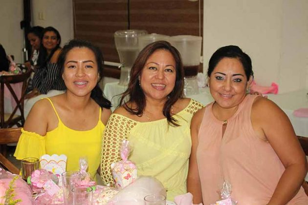 Yamileth, Reyna Briones, Irene Balcázar.