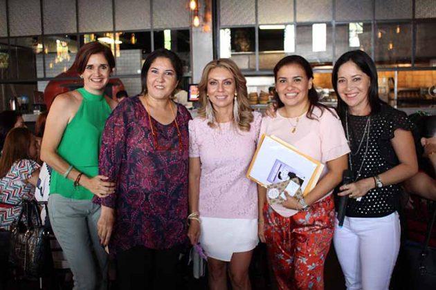 Berenice de Sing, Alejandra de Bedoya, Lluvia de Navarro, Mariana Zapata, Sheila Horita