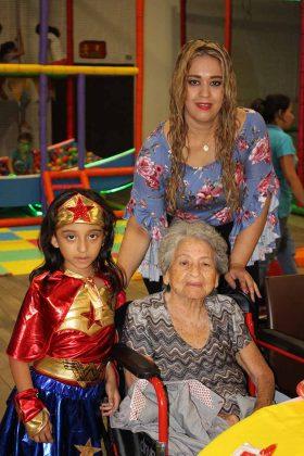 La pequeña Romina celebró con su mami Verónica Galicia y su bisabuela Sonia Alvarado.
