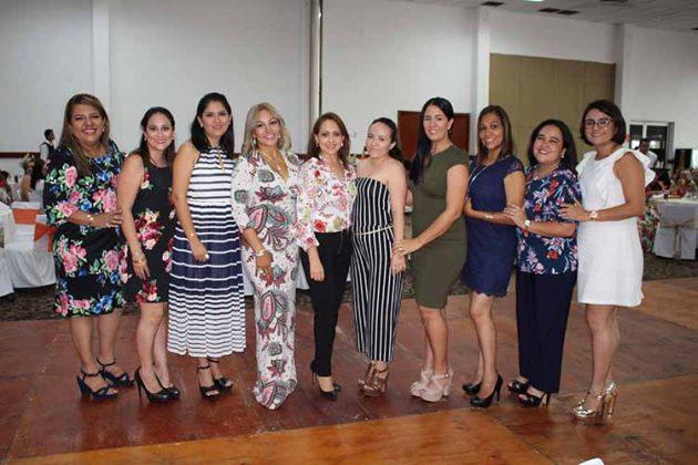 Coco Arjona, Mariana Anza, Toñita Aguiar, Paty Balcázar, Diana Villanueva, Elisa Barajas, Missly Hernández, Amada Rodríguez, Adriana Igartua, Roxana Chávez.