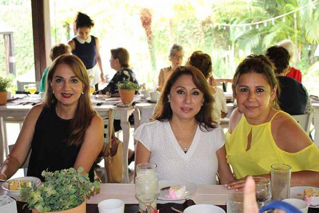 Yoli Farro, Carmina de Fernández, Bety Ruiz.