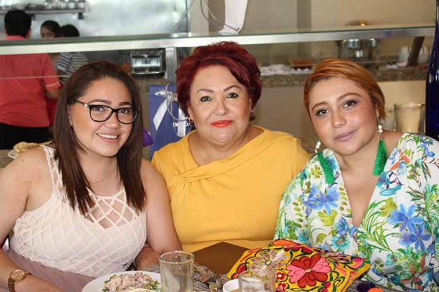 Michelle de la Cruz, Yolanda Ardavin, Paola de la Cruz.