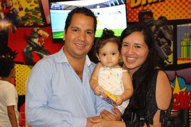 Jorge Guizar, Sara, Andrea de Guizar.