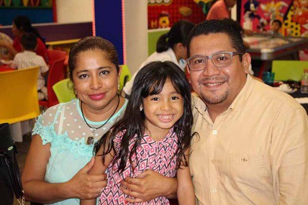 Marychuy, Fátima, Hiram Salas.