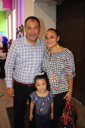 Armando, Mía Cisneros, Carmina Gómez.