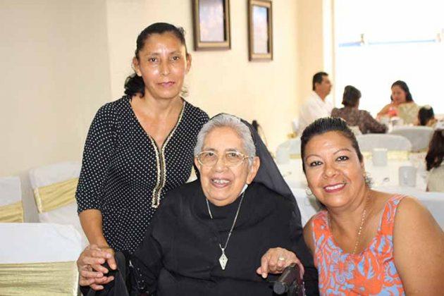 Doris Solís, Felicita Aguilar, Esthela Guillén.