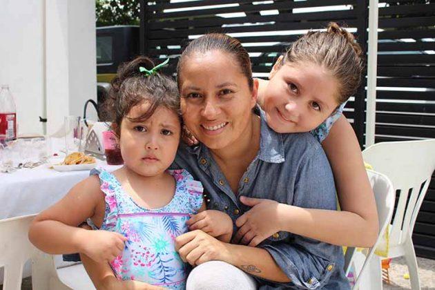 Annia Trujillo, Ana Luisa Robledo, Marianne Trujillo.