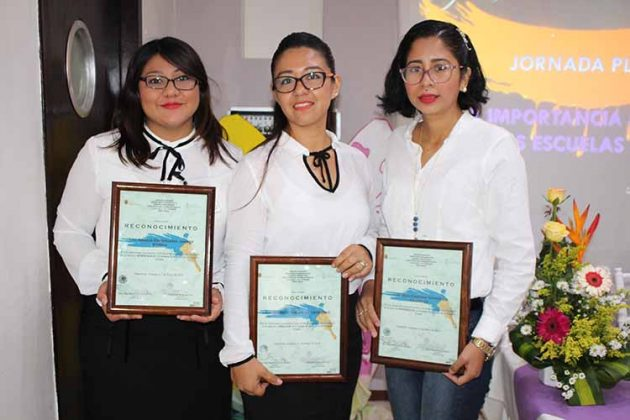 Estephania Zúñiga, Yukari de León, Cristina González.