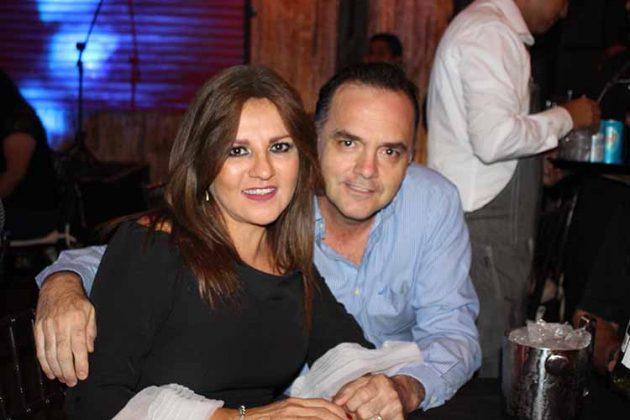 Sarah, Carlos Valdés.