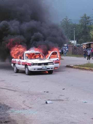 Se Enfrentan Transportistas e Incendian 10 Vehículos