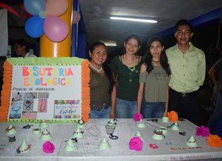 """""""Bisutería Ecológica"""": Naomi Nishizawa, Estephany Ponce, Sidney Garduño, Aldair Gutiérrez."""