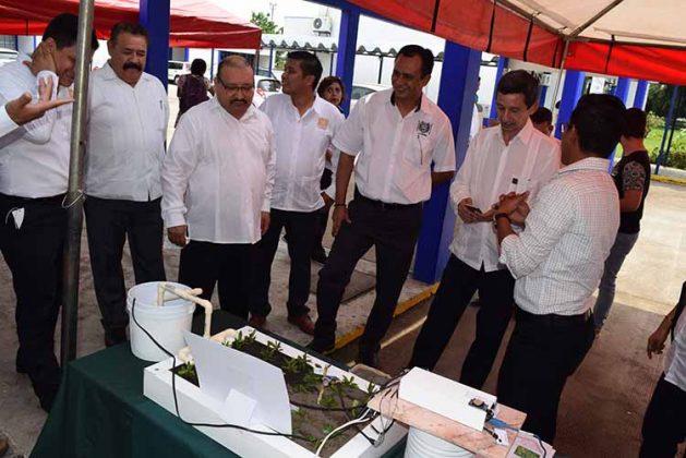 Después del informe el director e invitados conocieron los proyectos de los alumnos en sistemas computacionales.
