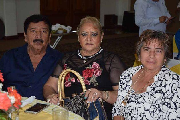 Héctor Hernández, Elizabeth Zapién, Guadalupe Peralta.