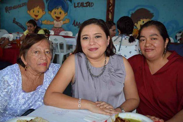 Martha, Daniela Cruz, Anita Villatoro.