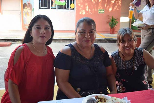 Carmen Cruz, Mary Palomeque, Rufina Orellana.