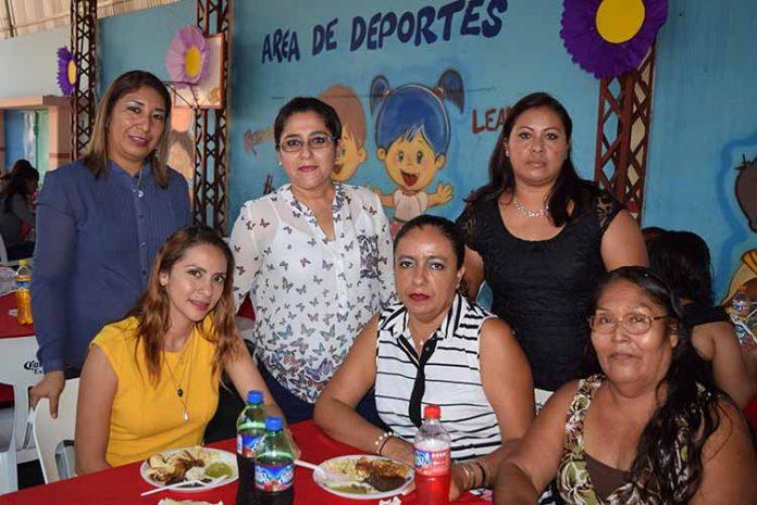 Lupita Gutiérrez, Karen Ramos, Andrea Aguirre, Toñi Canseco, Tere Mejía, Hilda García.