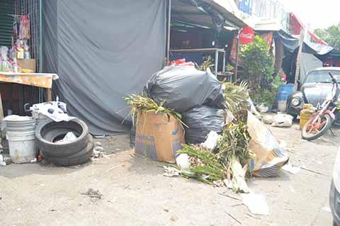 Basurero Confronta a Locatarios del Tianquis Tapachula, Acusan a la Administración de Quedarse con las Cuotas