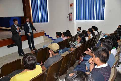 Funcionarios Consulares de la Embajada de Estados Unidos Visitan a la UNACH