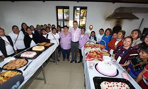 """El gobernador Manuel Velasco Coello destacó que la atención que brinda """"La Ciudad Mujer de Chiapas"""", es la más completa del país, y está destinada en atender de manera integral a más de 200 mil mujeres indígenas."""