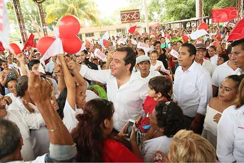 """El Candidato de la Coalición """"Todos por Chiapas"""", realizó una gira de trabajo por Tapachula, donde refrendó que de llegar a la gubernatura de Chiapas, trabajará para potencializar el desarrollo económico de la Costa y Soconusco, además de impulsar la ZEE de Puerto Chiapas."""