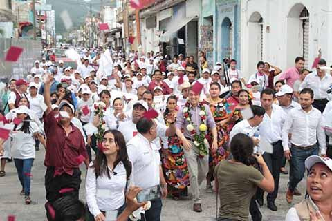 """En gira por Huixtla, el candidato de la Coalición """"Juntos Haremos Historia"""" explicó que su plan de gobierno se fortalecerá con el Proyecto Alternativo de Nación, para impulsar el desarrollo de Chiapas."""
