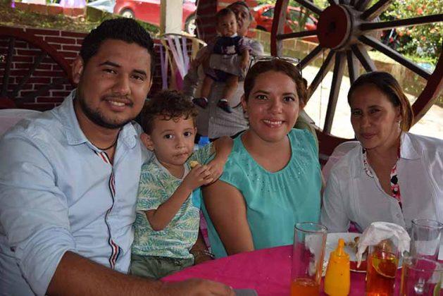 Ricardo, Yeshua, Karla, Patricia de León.