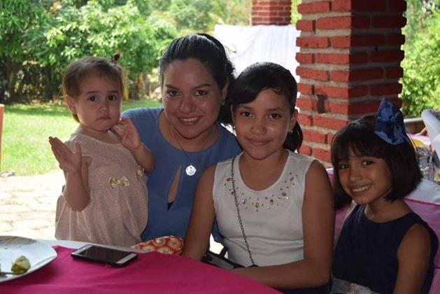 Emma Cruz, Elena Ramírez, Ana Trejo, Grettel Cruz.
