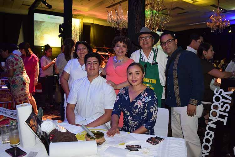 "Evelia Carillo, Carlos Ramos, Luz María Díaz, Rodolfo Juan, Aurora Peralta, Bernardo Ríos, Centro de Relajación ""Yoot´Nath"", masajes con chocolate."