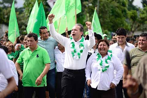 Recibe Enrique Álvarez Respaldo de Mixcum en Cacahoatán