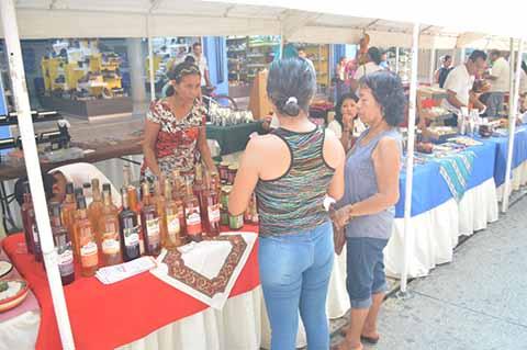 Artesanos Buscan Posicionar sus Productos en el Mercado Local
