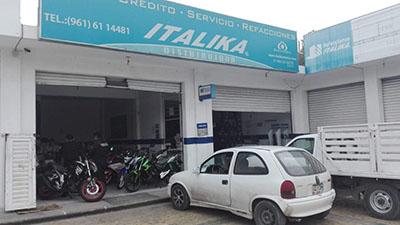 Sujetos Armados Asaltan Tienda de Motocicletas